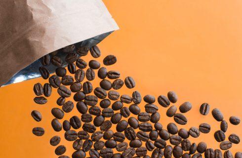 Perché non dovresti tenere il caffè in frigorifero (e come conservarlo bene)