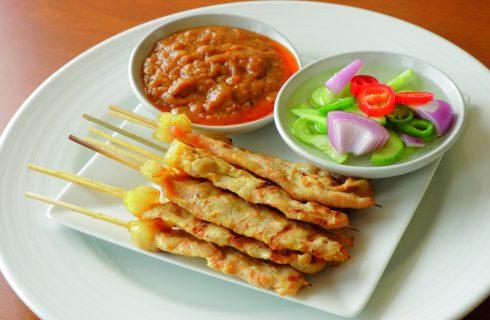 Spiedini al pollo all'indonesiana, la ricetta per farli in casa perfetti