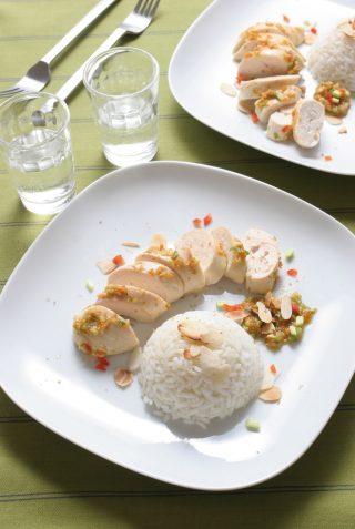 Tagliata di pollo con riso e mandorle, ispirazione orientale
