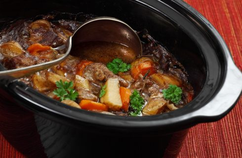 Cucinare nella slow cooker: ecco le migliori ricette da provare