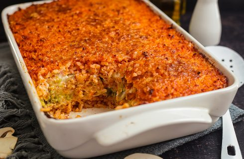 Riso al forno con verdure, ricetta svuota il frigo