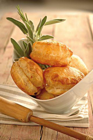 Sfogliatine salate con cipolla e formaggio al bimby