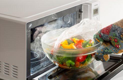 Per cuocere bene le verdure, usa il microonde