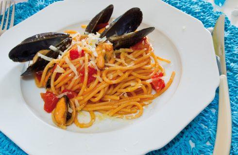 Spaghettoni con cozze e pecorino