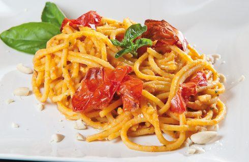 Spaghettoni freschi con pesto alla siciliana