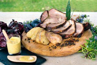 Spalla di maiale al BBQ (Pulled pork) con patate e cipolle
