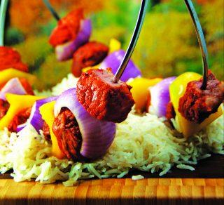 Spiedini di carne con riso pilaf all'orientale