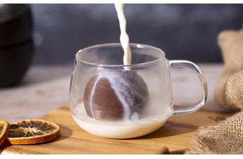 Hot Cocoa Bombs, la nuova cioccolata calda che non ti aspettavi