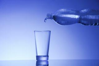 Acqua in bottiglia o del rubinetto? Cosa ti serve sapere per scegliere
