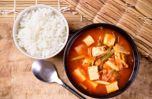 Kimchi jjigae: ricetta, ingredienti e preparazione