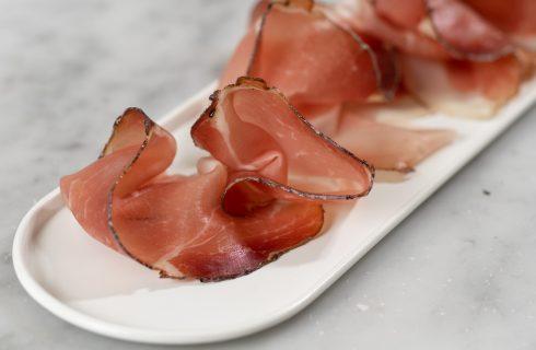 Segreti: l'antica ricetta dello Speck Alto Adige IGP