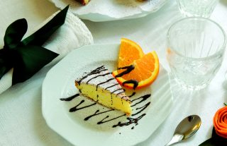 Torta con mandorle alle arance e cioccolato