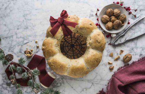 Abbellite la tavola con la ghirlanda di pane con le noci