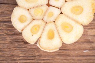 6 errori che fai quando usi l'aglio in cucina