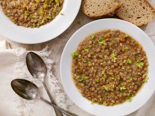 Se le lenticchie portano fortuna, quest'anno cucinatele (e mangiatele) con queste 10 ricette