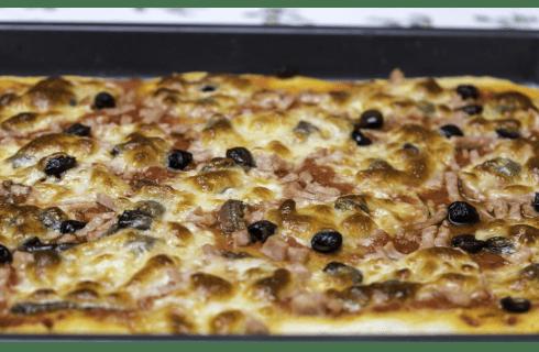 La teglia di ferro blu è il segreto per la pizza perfetta
