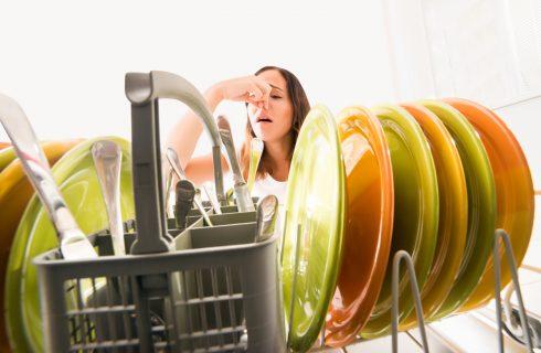 Come eliminare i cattivi odori della lavastoviglie (anche senza tavoletta)
