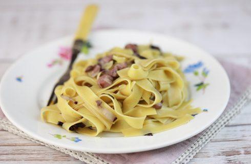 Pasta con radicchio tardivo, aggiungi cipolla e pancetta!