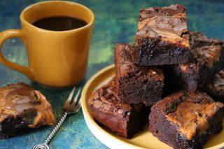 Brownies al caffè e caramello salato: per la Festa del Papà
