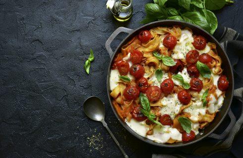 Tagliatelle al forno con pomodorini e mozzarella