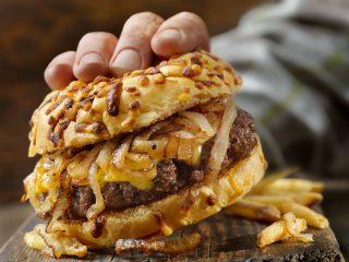 Hamburger di scottona con cipolle