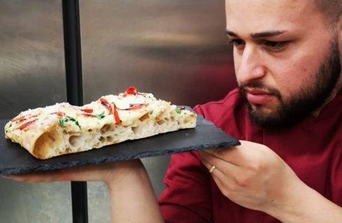La pizza si stende con il sale, parola di Daniele Papa