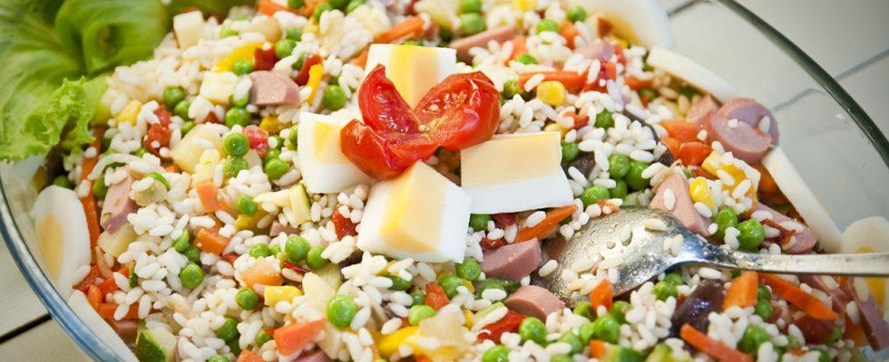 Piccola guida all'insalata di riso: trucchi, ingredienti, errori da evitare