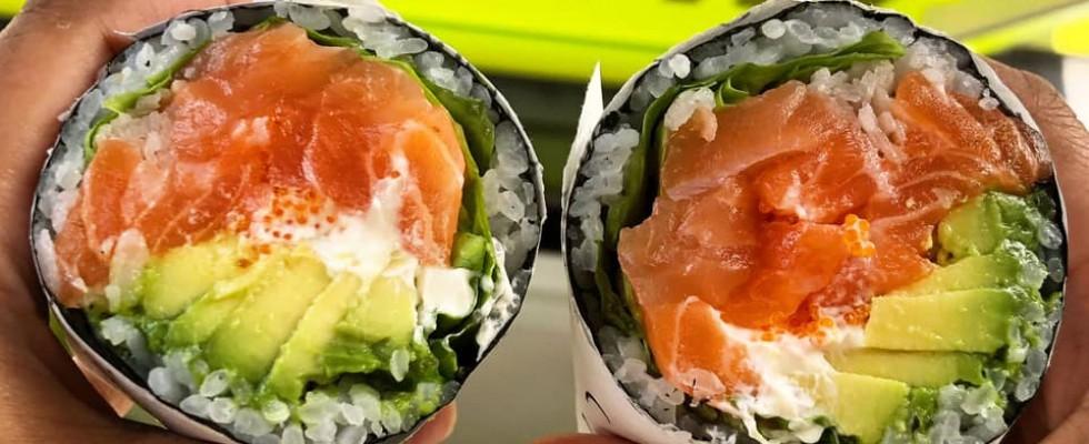 Il sushi burrito è qui per restare (e ti diciamo dove mangiarne uno buono)