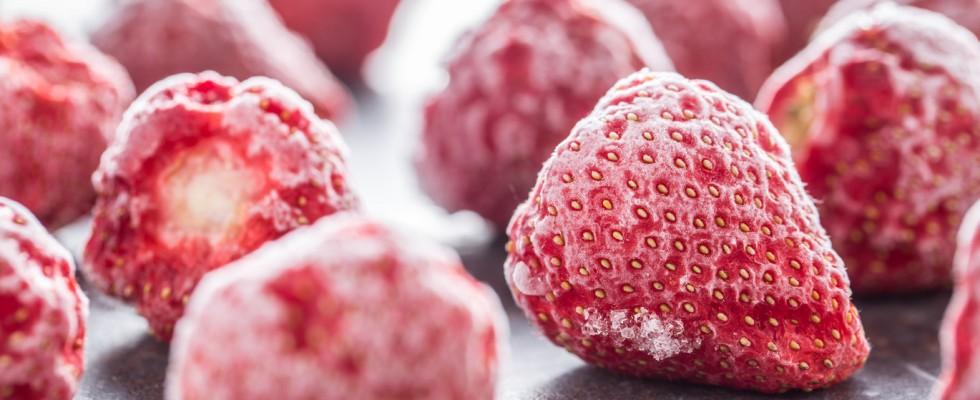 Perché dovresti congelare le tue fragole (e come farlo bene)