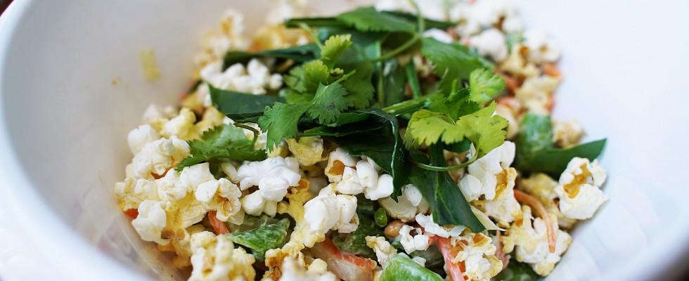 Mangereste un'insalata a base di popcorn?