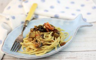 Spaghetti all'ischitana: con melanzane e acciughe