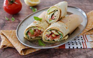 Tortilla wrap con pollo e avocado