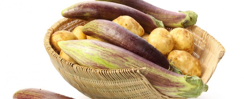 Perché non dovresti mai mangiare melanzane e patate crude
