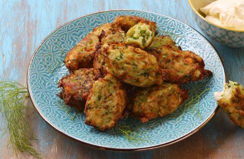 Kolokythokeftedes, le crocchette di zucchine e feta dalla Grecia