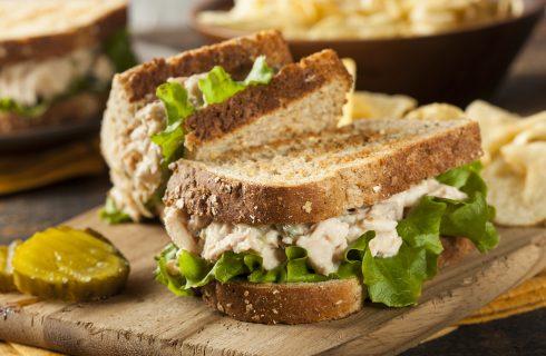Sandwich di tonno, facile e pronto in pochi minuti