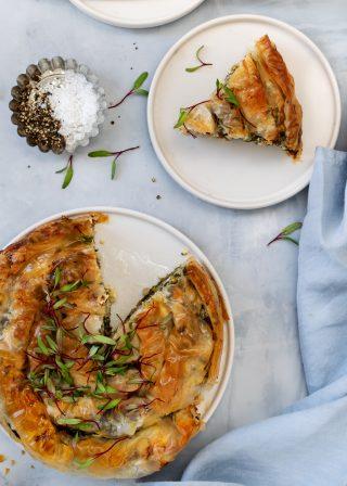 Torta salata spinaci e uova: in un guscio di pasta fillo