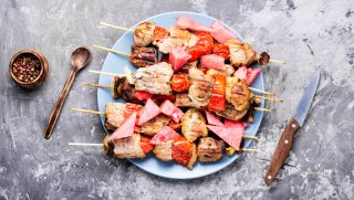 Spiedini di carne e anguria