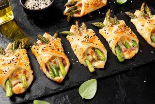 Fagottini asparagi e crudo: per l'aperitivo