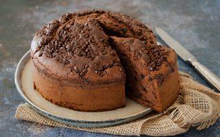 Torta al latte condensato e cioccolato: morbidissima