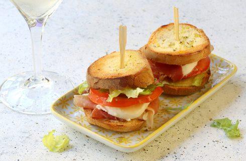 Zingara Ischitana, gustoso crostone farcito perfetto per l'aperitivo