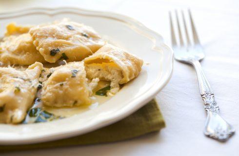 Ravioli pere e formaggio: dolci e sapidi