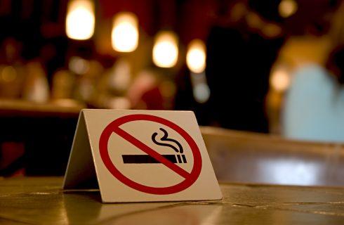 No al fumo nei dehors di bar e ristoranti, la proposta