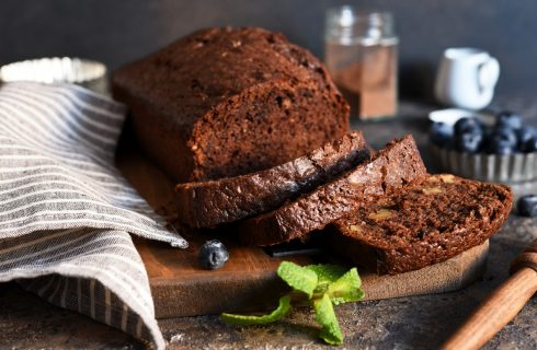 Plumcake cioccolato e yogurt: aggiungi le noci