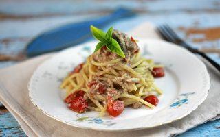 Spaghetti alle acciughe: primo di pesce economiche